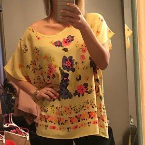 Tops - Loose fit, off shoulder floral blouse